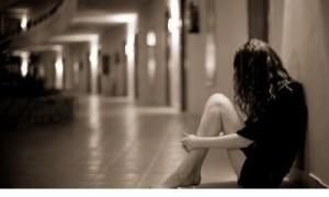 压抑想哭适合深夜一个人失眠看很憋屈的说说!